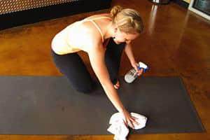 limpiar esterilla de yoga